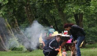 KAMENIČKI PARK: Ni loše vreme nije uspelo da rastera najhrabrije (FOTO)