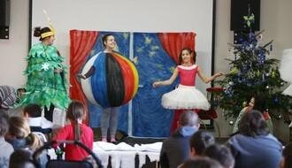 FOTO: Predstava i novogodišnji paketići za decu obolelu od cerebralne paralize i autizma