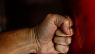 Mladić brutalno pretučen i opljačkan u subotu u centru Novog Sada