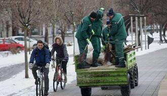 Putevi mokri, mestimično sa raskvašenim snegom, vozačima se savetuje oprez
