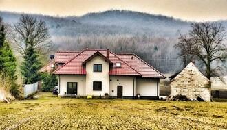 Predsednik Pokrajnske vlade uručio 43 ugovora za kupovinu seoskih kuća