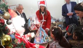 Podeljeni novogodišnji paketići deci korisnika Narodne kuhinje