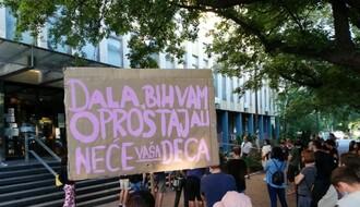 """Protest protiv represije: """"Što je manje policije na našim ulicama, to smo bezbedniji"""" (FOTO I VIDEO)"""