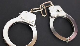 NS: Opljačkao maloletnike preteći im elektrošokerom