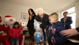 Uručeni paketići deci korisnika Narodne kuhinje u Novom Sadu