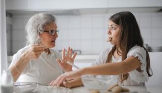 EPIDEMIOLOZI: Veće su šanse da se zarazite koronom u svom domu, nego van njega