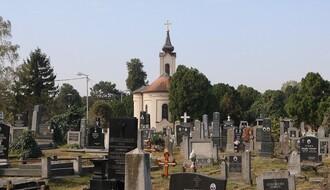 Almaško groblje: Mesto počinka novosadskih velikana nezaustavljivo propada (FOTO)
