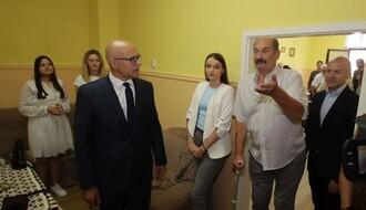 """LEPEZA RAZLIČITOSTI: Gradonačelnik posetio """"Bunjevačku kuću"""" na Podbari (FOTO)"""