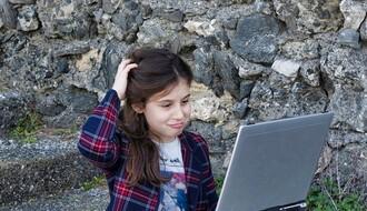 ISTRAŽIVANJE: Deca sve mlađa postaju zavisna od interneta