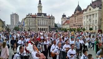 """""""Tamburica fest"""": Nastupaju 100 violina, Lepa Brena, Zarni Jolj..."""