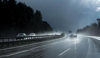 Vozačima se savetuje oprez zbog vremenskih neprilika