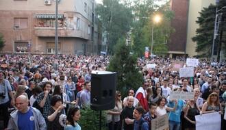 """""""Ja plaćam, ja gledam, ja branim"""": Održan protest  zbog smena na RTV (FOTO)"""