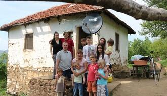 FOTO: Humani Novosađani pomogli devetočlanoj porodici iz Medveđe
