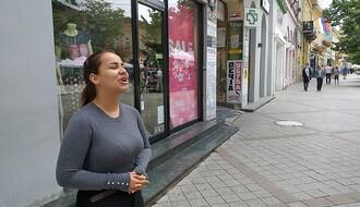 FOTO I VIDEO: Devojka anđeoskog glasa razgalila srca Novosađana