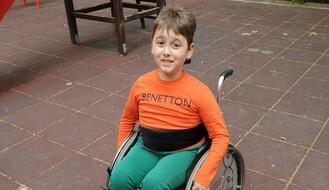 """HUMANITARNI PONEDELJAK"": Pomozimo 10-godišnjem Alekseju da prikupi novac za ortopedska pomagala i fizikalne terapije"