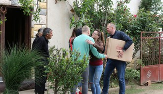 (FOTO) Novosadski humanitarci pomogli bratu i sestri bez roditelja
