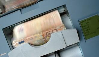 Stariju Novosađanku pokrala blagajnica za 50.000 evra