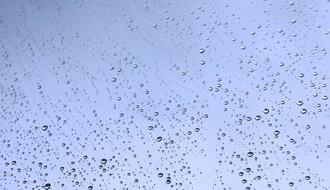 Vreme danas: Toplije, mestimično s kišom, na planinama slab sneg