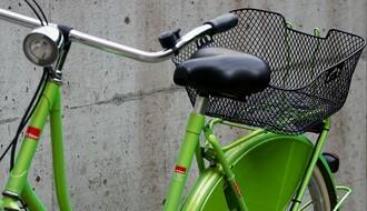 Iz korpe na biciklu 60-godišnje Novosađanke oduzeo torbu sa novcem, ličnim dokumentima i dva mobilna telefona