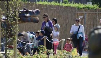 Dve muve jednim udarcem: I roditelji i deca oduševljeni dino parkom (FOTO)