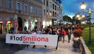 """""""1 OD 5 MILIONA"""": Maskirane osobe gađale limenkom jednog od organizatora protesta"""