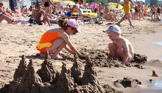 Skulpture od peska mogu biti zabava za najmlađe Novosađane ali i za njihove roditelje (FOTO)