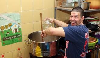 NOVOSAĐANI: Vrednom majstoru s Klise ni kuvarska kecelja nije strana