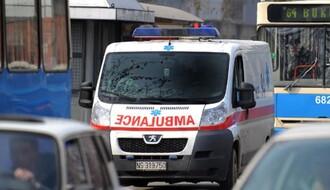 Motociklista naleteo na automobil u Tolstojevoj ulici u NS