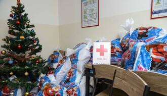 Jedan paketić i mnogo ljubavi za decu korisnika Narodne kuhinje (FOTO)