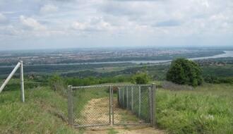 Hektari Fruške gore ograđeni žicom, ekološki aktivisti traže prekid svih radova (FOTO)