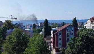 Stub crnog dima uznemirio Novosađane, zapalilo se rastinje u blizini Sajma (FOTO)