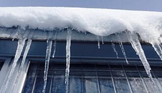 Novi Sad: Ledenice opasnost i za građane i za imovinu