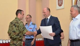 RADO IDE SRBIN U VOJNIKE: U Domu vojske dodeljena priznanja za dobrovoljno služenje vojnog roka