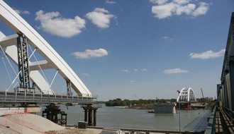 FOTO: Počelo navlačenje lukova na Žeželjev most