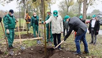 """Sadnjom u Univerzitetskom parku počela akcija """"Oživimo parkove"""" (FOTO)"""