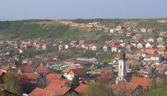 Havarija na dovodniku ostavila Bukovac bez vode, postavljena cisterna ispred Doma zdravlja