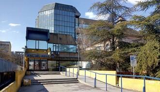 KOVID-19: Na lečenju u KCV 142 osobe, na Novosadskom sajmu 171 pacijent