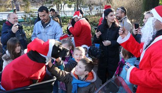FOTO: Novosadski moto Deda Mrazevi ponovo obradovali mališane
