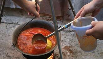 FOTO: Novosađani uz riblju čorbu i tamburaše obeležili Međunarodni dan Dunava