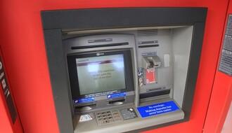 Ukradenim platnim karticama podizala novac u Novom Sadu