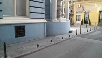 Sprečen prolaz automobila: Popravljeni stubići na kraju šetališne zone u Miletićevoj