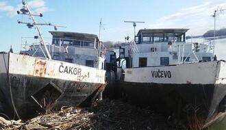 """Grad zahteva od nadležnih hitno uklanjanje ledolomaca """"Čakor"""" i """"Vučevo"""""""