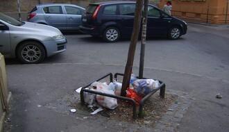 Niču mini deponije: Smeće na ulicama umesto u kontejnerima