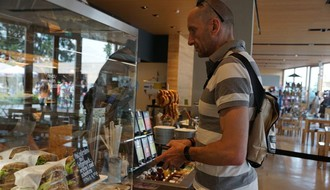 HRONIKA: Uz pretnju nožem opljačkao pekaru u Novom Sadu