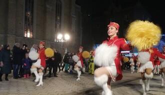 Defile mažoretkinja u Novom Sadu: Promocija praznika mimoze (FOTO)
