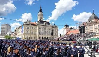 """VUČIĆ NA TRGU SLOBODE: """"Jačanje policije ne znači jačanje represije"""" (FOTO)"""