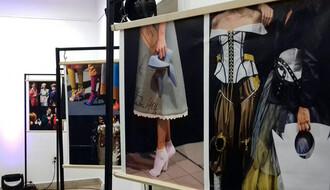 U Arhivu Vojvodine otvorena nesvakidašnja izložba o svetu manekena (FOTO)