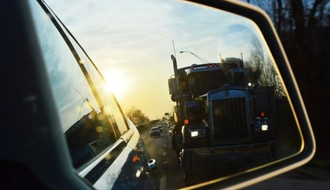 VETERNIK: Od tutnjave kamiona meštanima pucaju kuće
