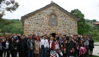 Novosadski osnovci posetili vršnjake u Lipljanu (FOTO)