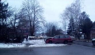 RUMENKA: Sudarili se kamion i dva putnička automobila (FOTO)
